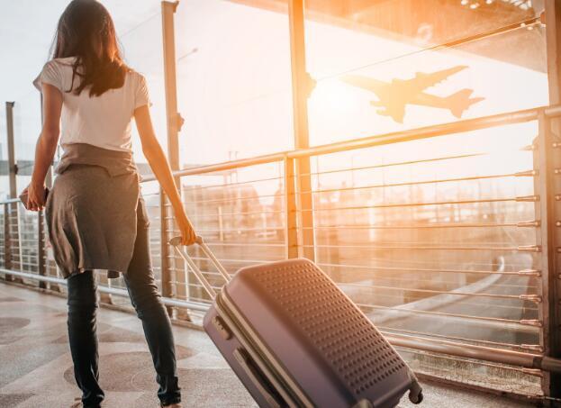 在最近航空业遭受抛售的情况下 哪个航空公司买得更好