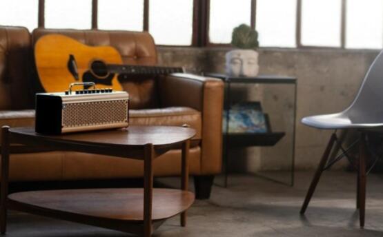雅马哈的THR30IIA是一款用于民谣吉他演奏者的无线放大器