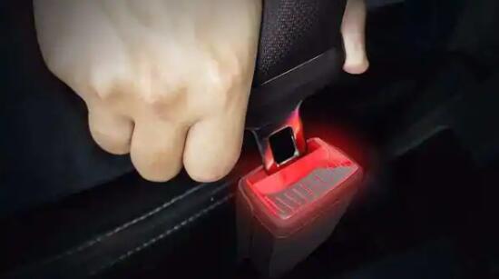 斯柯达(Skoda)获得专利的发光安全带扣,这是汽车行业的首创