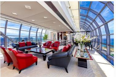 檀香山天空的玻璃顶层公寓寻求530万美元