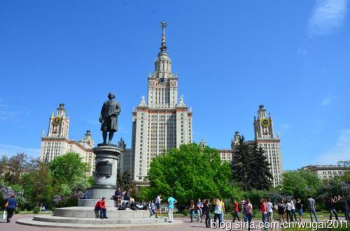 这些课程使用三星设在莫斯科的研究中心开发的教与学辅助工具
