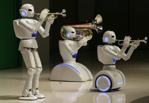 家用机器人产业的发展方向主要分为两个一是动脑型一是动作型