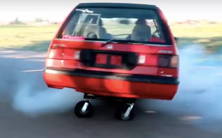 四轮驱动本田思域通过手推车车轮带来更多乐趣