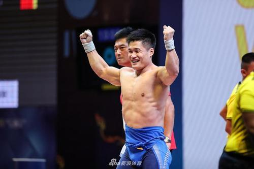 两名选手吕小军和李大银发挥出色连连打破世界纪录