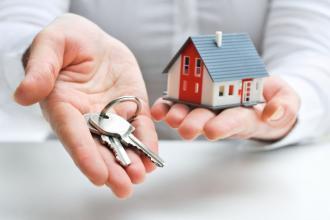 租金优惠等名义诱导承租人使用住房租赁消费贷款
