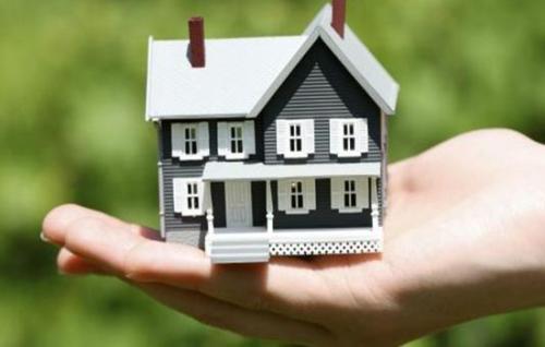 将房租市场固定在租住不炒的轨道上