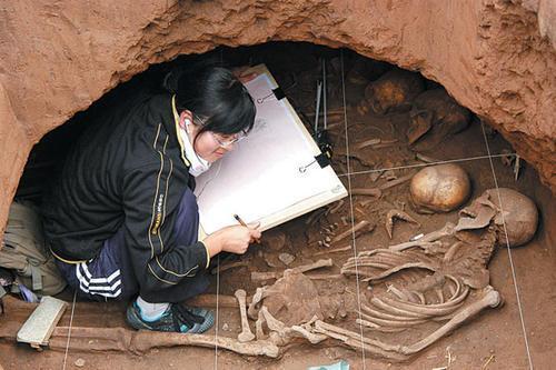 都是在上世纪五十年代在全国高校中最早设立考古学科