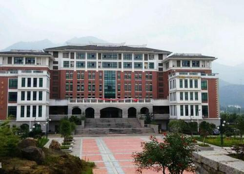 福建教育学院是福建省一所以中小学校长教师培训为主业