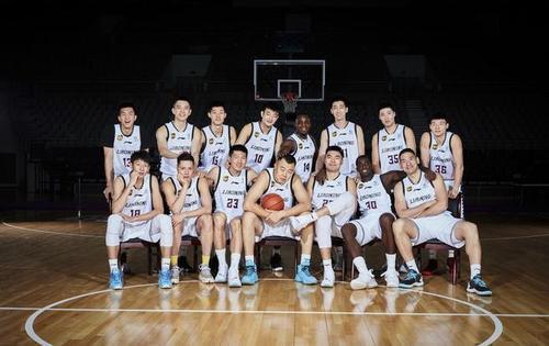 最终广东男篮经过加时以110:103击败辽宁男篮蝉联CBA总冠军