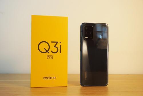 RealmeQ3i是该系列中最便宜的手机价格为999元