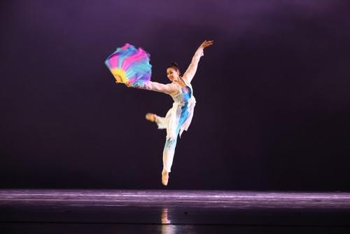 北京舞蹈学院青年舞团为现场来宾奉上了为人民而舞舞蹈经典荟萃剧目展演