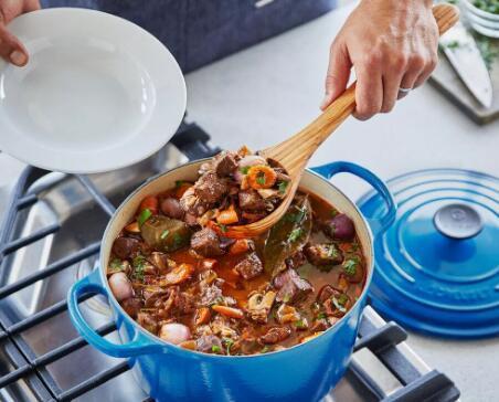受Pantone年度色彩启发的11种厨房和家用产品精选