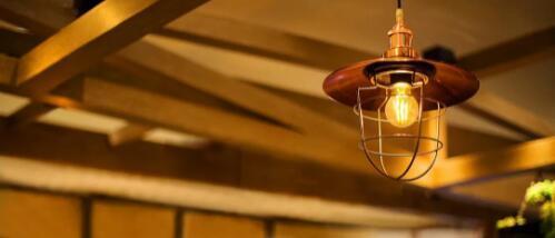 另一家公司使智能LED看起来像老式灯泡