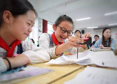 振兴乡村教育公益论坛暨大山里的未来学校新书分享会在北京举行