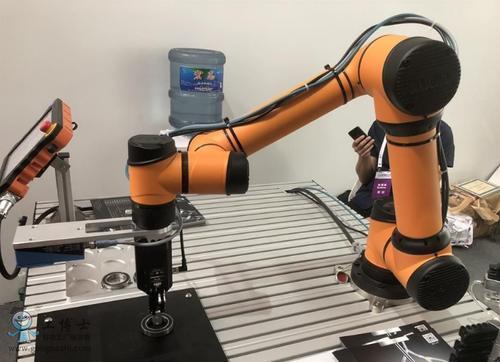 这也就导致了市场上出现了协作机器人产品参数不一