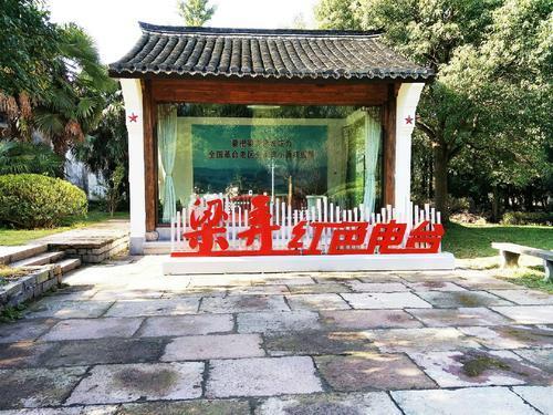 浙江万里学院马克思主义学院把思政课课堂搬到横坎头村