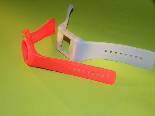 这款带有硅胶表带的手表在中国售价1,299元人民币