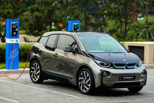 这是电动汽车最终可以在价格上与石油动力汽车竞争的门槛