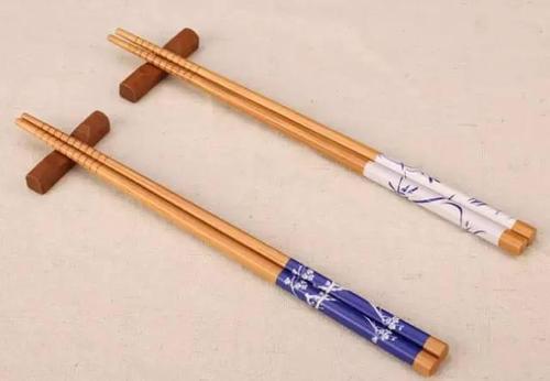 用一双筷子带动周边近30户乡邻走上共同致富道路