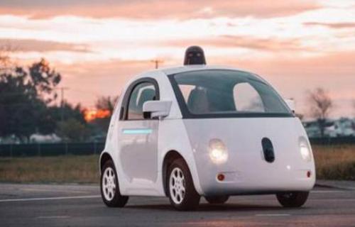 此次上线的机器人出租车商用服务车内驾驶座未配备人类驾驶员