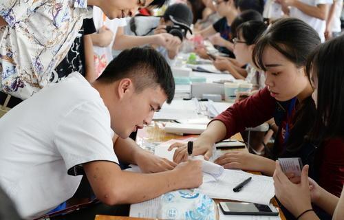 海南省将按照学校负责招办监督的原则实施新生录取工作
