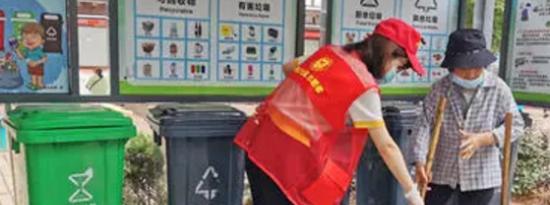 万安社区的改变也离不开像阿五师傅这样的垃圾分类志愿者的辛勤付出