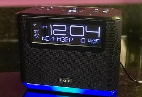 iHome的Alexa闹钟笨重且价格过高