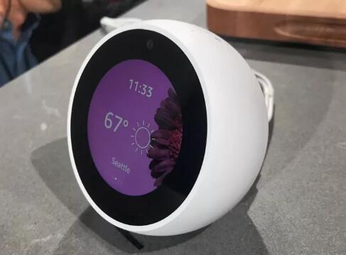 亚马逊EchoSpot有点像带屏幕的EchoDot
