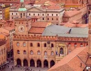 自1088年的博罗尼亚大学设立以来大学的发展至今已有近千年的历史