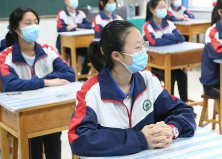 在校学生由当地教育部门分流到就近公办学校就读