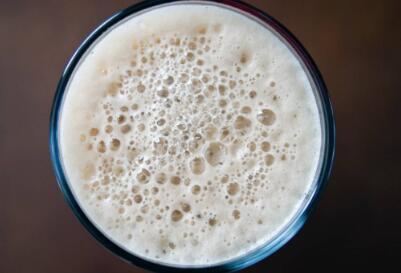 曼彻斯特大学的科学家正在开发完美的泡沫啤酒头