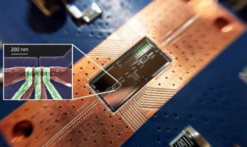 普林斯顿大学的科学家展示了两个可远距离通信的硅量子位