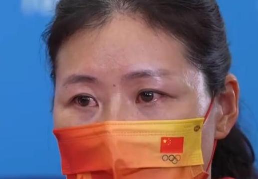 中国赛艇队女子双桨组主教练张秀云依然难掩激动之情