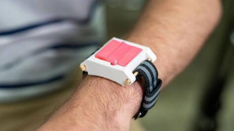 莱斯大学的这款手表可能是紧急过敏注射的未来