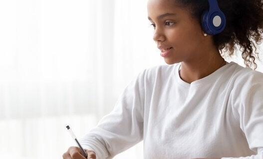 2021年最终的NAEP学校调查发现2%的学校仍然完全偏远