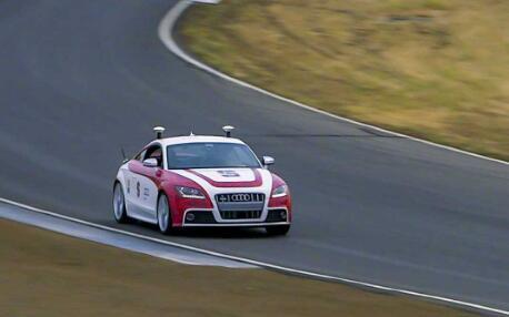 斯坦福的自动驾驶汽车走上赛道