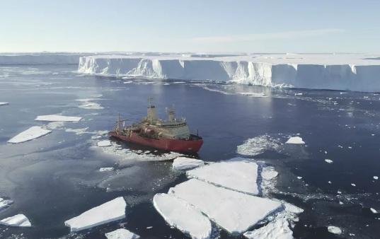 南极洲末日冰川接近临界点无人潜艇显示