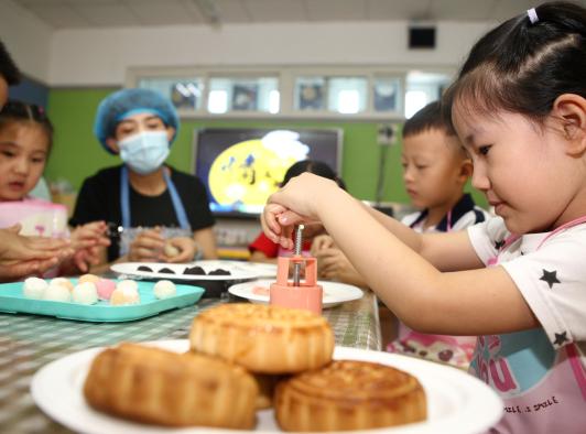 天津市东丽区第一幼儿园举行情满中秋我们的节日
