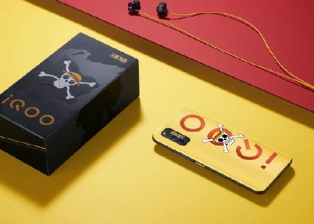 iQOOZ1航海王限量版整体以橘黄色为主色调