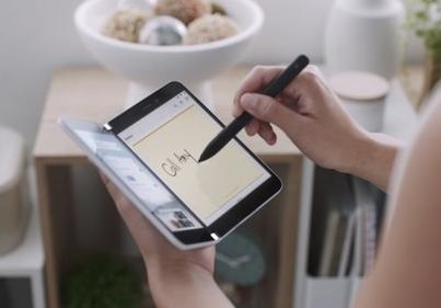 SurfaceDuo是微软即将推出的双显示屏可折叠智能手机