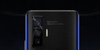 iQOO5系列手机的外观采用后置三摄设计三枚镜头呈竖向排列